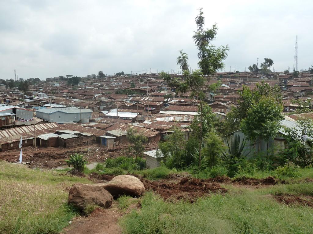 Zicht op de sloppenwijk van Kibera vanuit het AZG-hospitaal