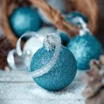 Trendy blauwe kerstballen
